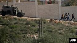 以色列安全部隊車輛在西岸追趕巴勒斯坦人抗議者