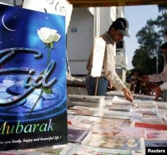 Kartu Lebaran yang dijual di Pakistan. (Foto: Ilustrasi)