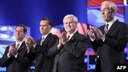 (слева - напрво): Рик Санторум, Мит Ромни, Ньют Грингрч, Рон Пол