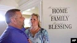 Laurie y Jason Holt son los padres de un joven estadounidense de 25 años encarcelado desde hace un año en Venezuela. Junio 28, 2017.