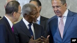 Kofi Annan, center, U.N. Secretary-General Ban Ki-moon, left, and Russian Foreign Minister Sergei Lavrov talk before the start of the Action Group on Syria meeting in the Palace of Nations, Saturday, June 30, 2012 in Geneva.