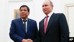 Президент Филиппин Родриго Дутерте и президент России Владимир Путин (архивное фото)
