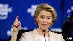 欧盟委员会主席乌尔苏拉·冯德莱恩在纪念世界经济论坛成立50周年的仪式上发表讲话。(2020年1月20日)