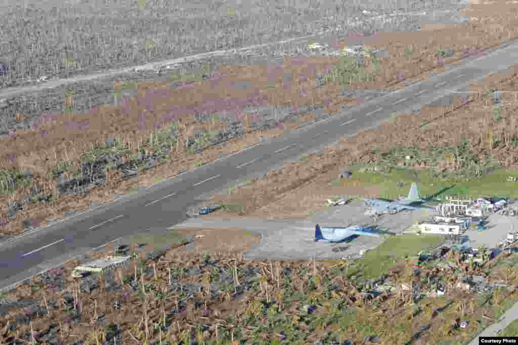 An HC-130 Hercules and other military aircraft sit on the tarmac at Guiuan airport waiting to airlift Philippine citizens in support of Operation Damayan. (US Navy)
