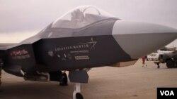 安德鲁斯空军基地展出的F35战斗机 图片来源:美国之音王南