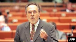Kosovë: HRW: Të hetohen akuzat e Dik Martit