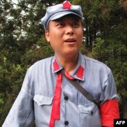 各地来的干部在井冈山穿着红军服装