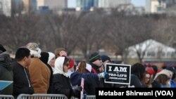 """2017年1月27日,数万名反堕胎活动人士涌入在华盛顿,参加一年一度的""""为生命游行""""活动"""