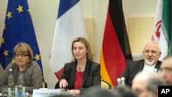 جواد ظریف، وزیر امورخارجه ایران در کنار فدریکا موگرینی، هماهنگ کننده سیاست خارجی اتحادیه اروپا - ۱۱ فروردین ۱۳۹۴