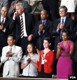 Ibu negara Michelle Obama (kanan) dan para tamu undangan pada pidato Presiden Obama di depan Kongres AS (8/9).