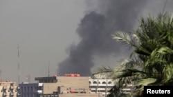 伊拉克爆炸现场升起浓烟。