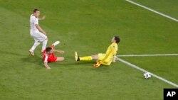 Xherdan Shaqiri postiže pogodak protiv Srbije na Svjetskom prvenstvu u Rusiji.