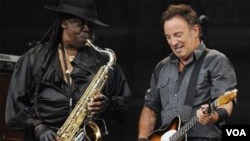 Clemons tocó con Springsteen en la mayoridad de los concertos y funciones.