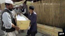 Pripremanje sahrane žrtava napada u Avganistanu