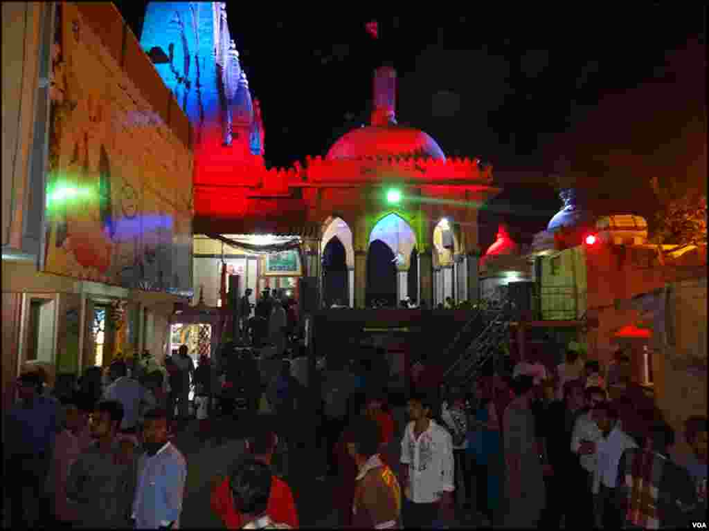 کراچی میں دیوالی کی مرکزی تقریب سوامی نارائن مندر میں ہوئی