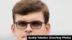 Андрій Якубув живе і навчається у Валенсії.