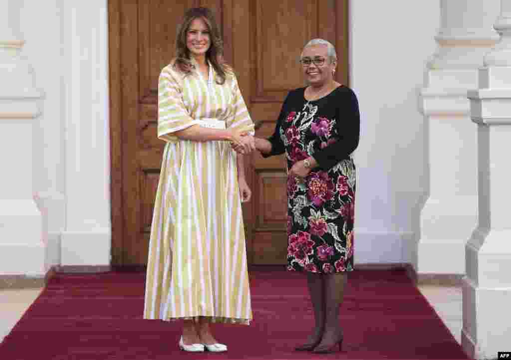 ملانیا ترمپ، بانوی نخست ایالات متحده، در جریان سفرش به افریقا، با همسر رئیس جمهور کینیا دیدار کرد.