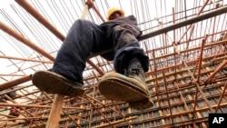 Le chantier d'un nouveau pont construit au Kenya en collaboration avec la Chine et la Banque africaine de développement