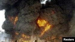 Attaque contre un oléoduc de Shell , Andoni, Etat de Rivers, Nigeria, le 20 décembre 2005.