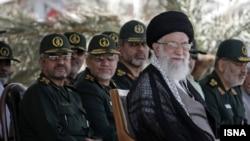 نویسندگان این مقاله می گویند درگذشت آیت الله علی خامنه ای نقطه عطفی در تاریخ جمهوری اسلامی خواهد بود
