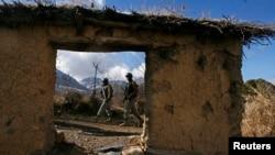 قبائلی اضلاع میں دہشت گردی کے باعث کئی اسکولوں کو نقصان پہنچا تھا۔ (فائل فوٹو)