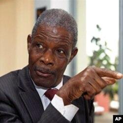 Jean-Marie Dore speaks to journalists in Dakar (File)