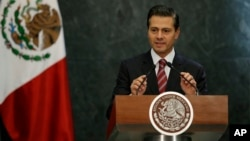 Le président mexicain Pena Nieto lors d'une conférence de presse à Mexico, le 27 novembre 2017.