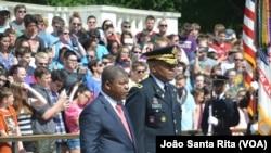 Angola General João Lourenço com o General Leslie Smith no túmulo do soldado desconhecido