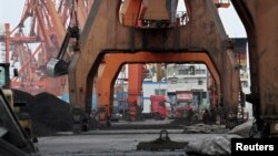 Pelabuhan ekspor China di kota Dandong, Liaoning (foto; ilustrasi).
