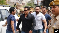Bollywood star Salman Khan, second left, arrives for court in Jodhpur, Rajasthan state, India, April 5, 2018. Khan was convicted Thursday of poaching rare deer in a wildlife preserve two decades ago and could face up to six years in prison.