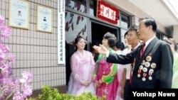 지난 19일 북한 전국 각지의 모든 선거장에서 도·시·군 인민회의 대의원 선거가 진행됐다고 조선중앙통신이 이날 보도했다.