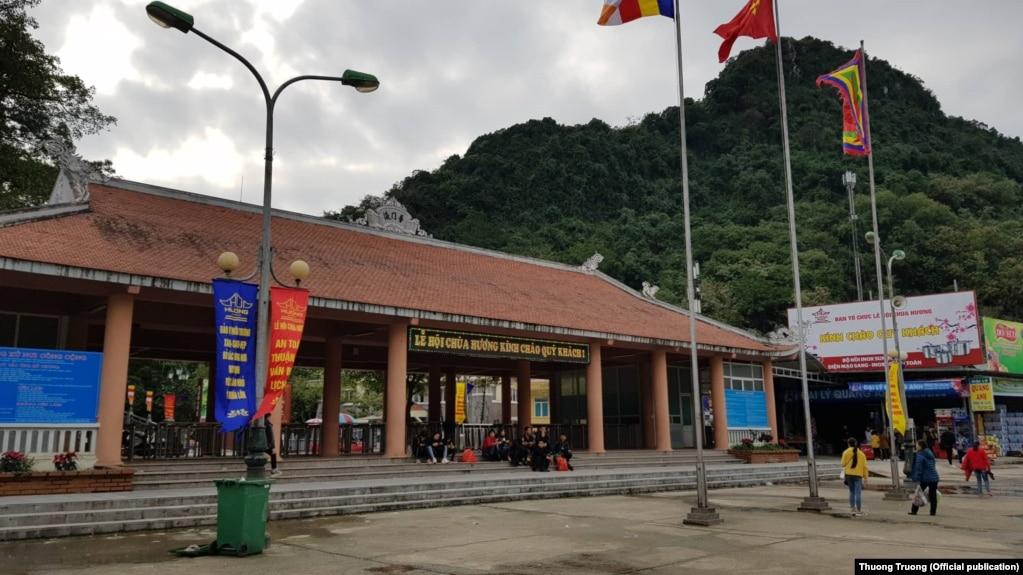Lễ hội Chùa Hương vắng khách vì ảnh hưởng của dịch corona (Hình: Tạp chí Điện tử Thương Trường)