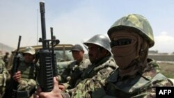 Военнослужащие афганской армии, прибывшие в кабульский аэропорт после инцидента