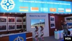 獨聯體集體安全防衛條約組織包括中國以外的其他上合組織成員,俄羅斯利用這個平台同其他上合成員加強安全合作。2013年8月莫斯科航展上的獨聯體集體安全防衛條約組織展台。