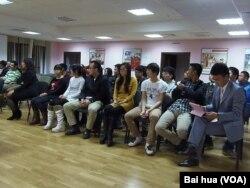 喀山大學的中國和其他國家留學生。前排右起第四人是耿同學。(美國之音白樺拍攝 )