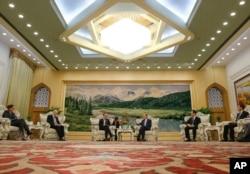 德国外长马斯在北京人民大会堂会见中国副主席王岐山。(2018年11月13日)