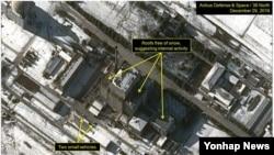 북한이 평안북도 영변 핵단지에서 플루토늄 생산용 원자로의 작업을 재개할 조짐이 있다고 미국의 북한전문매체 '38노스'가 밝혔다. 사진은 눈이 녹아있는 원자로 시설 지원 건물 지붕.