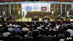 Một phiên xử của Tòa án quốc xử cựu thành viên Khmer Ðỏ