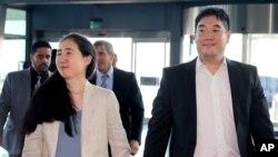 曾被卡塔爾當局控餓死養女的來自美國加利福尼亞州一對姓黃的華裔夫婦。