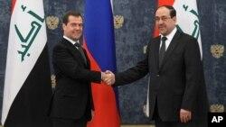 Premijer Rusije Dmitrij Medvedev (levo) i njegov irački kolega Nuri al-Maliki pre sureta u rezidenciji Gorki, prošlog meseca