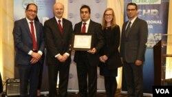 محمد اولیاییفرد(نفر وسط) در کنار رضا مریدی و علی احساسی نمایندگان ایرانیتبار مجلس کانادا