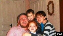 Гига Отхозория с семьей