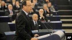 Francuski predsednik Fransoa Oland govori u Evropskom parlamentu