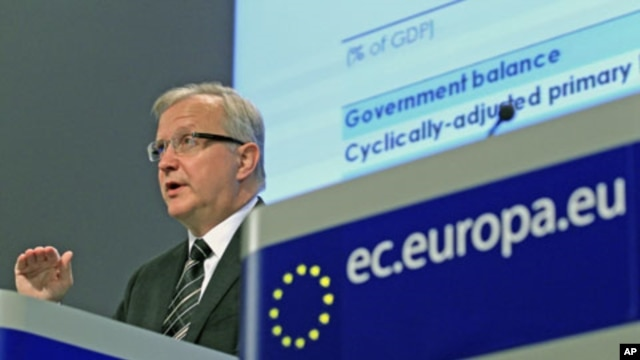 European Union Economic and Monetary Affairs Commissioner Olli Rehn addresses a news conference on the interim economic forecast at the European Commission headquarters in Brussels, Belgium, November 10, 2011.