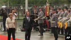 Previo a la Cumbre del G8, la canciller Merkel recibió en Berlín al presidente de Francia, François Hollande.