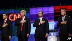 'Yan takarar Republican, Sen. Marco Rubio, R-Fla., from left, Donald Trump, Sen. Ted Cruz, R-Texas, and Ohio Gov. John Kasich, suna tsaye tare yayinda aka rera taken Amurka