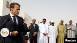 Le président français Emmanuel Macron lors de la conférence de presse avant la réunion des forces du G5 Sahel à Nouakchott, en Mauritanie, le 2 juillet 2018.