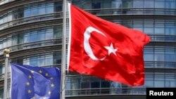 Avrupa Birliği, Türkiye'deki gelişmeleri dakikası dakikasına izledi. Brüksel üye ülkeler arasında eşgüdümü de sağladı.