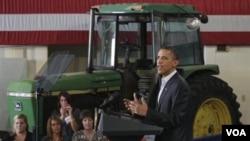 Presiden Barack Obama memberikan pidato pada Forum Ekonomi Perdesaan di Peosta, Iowa (16/8).
