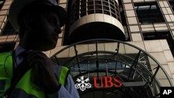 Bank terbesar Swiss, akan merestrukturisasi bank investasinya dengan mengurangi sekitar 10 ribu pekerjaan dalam tiga tahun mendatang (Foto: dok).